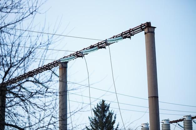 교체가 필요한 노후 부품이 있는 강력한 발전소
