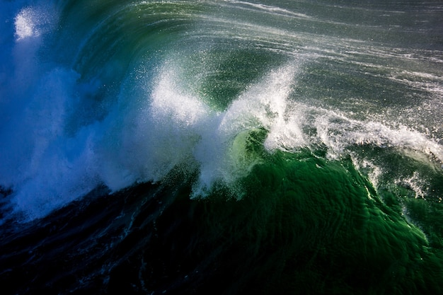 Powerful waves on the sea