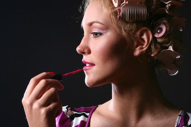Красивая женщина с ppink помадой