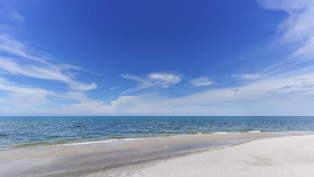 美しい一日のホアヒンビーチ、prachuap khiri khan province、タイ