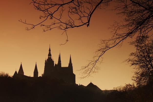 暗闇の中でプラハ城