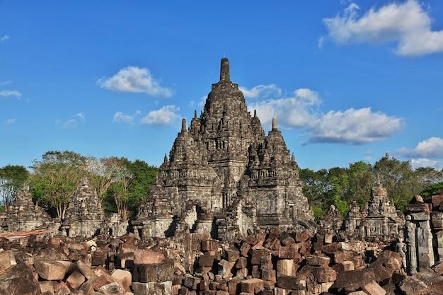 Прамбанан - индуистский храм в джокьякарте, ява, индонезия