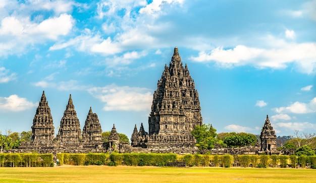 ジョグジャカルタ近くのプランバナン寺院。インドネシアで