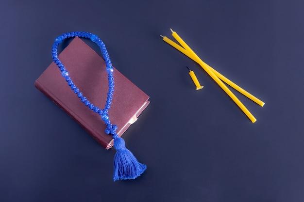 기도서 묵주와 양초