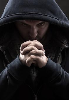 Praying bandit