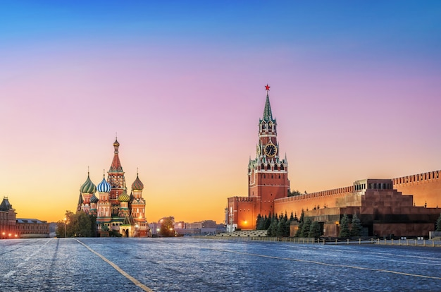 Pre-dawn red square in moscow with st. basil's cathedral and spasskaya tower
