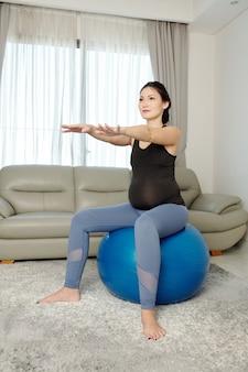 妊娠中の女性の体操
