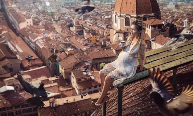 妊娠中の女性はイタリアの屋根の上でコーヒートップを飲みます。高品質の写真