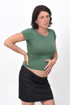 妊娠中の女性の胃の痛みを背景に