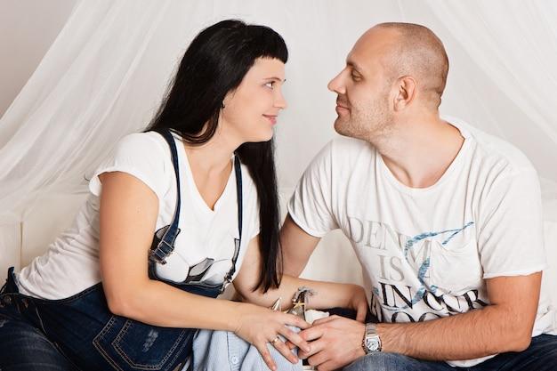 彼女の愛する夫と妊娠中の女性