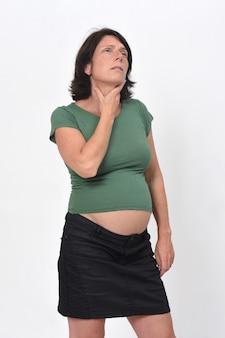 首の痛みを伴う妊婦