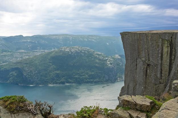 Прекестулен - природная достопримечательность норвегии