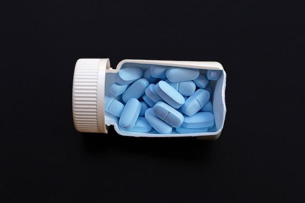 「prep」(暴露前予防)。 hivを予防するために使用されます。暗いbakcground。