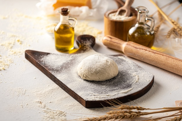 Preparation of dough for kneading pizza cooking