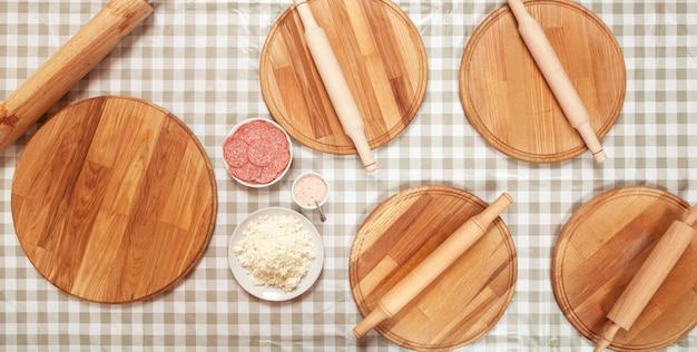 카페 주방에서 피자 요리 마스터 클래스 준비