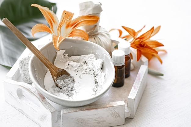 天然成分からの化粧用マスクの準備、自宅でのフェイシャルスキンケア。