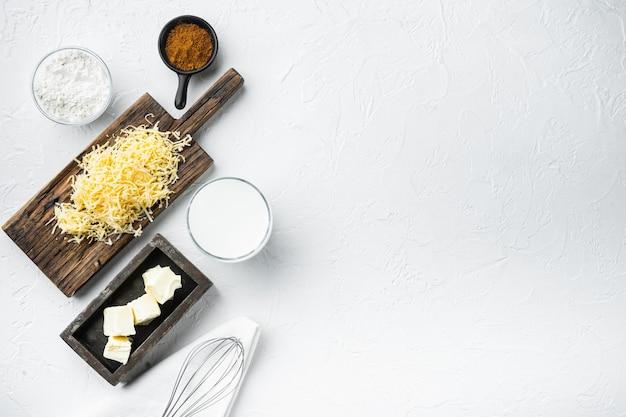 흰 돌에 베 샤멜 치즈 화이트 소스의 준비