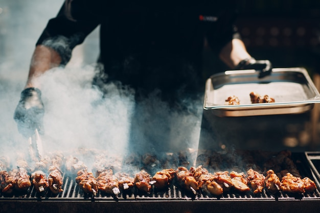 Приготовление мяса шашлыка
