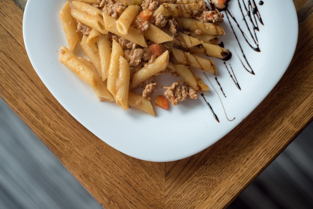 Preparation of pasta bolognese