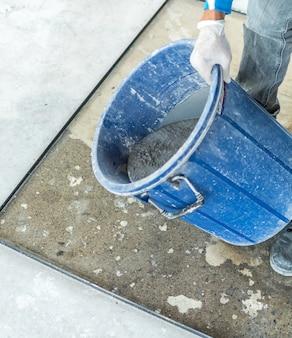 Prepare leveling mixed mortar into mold