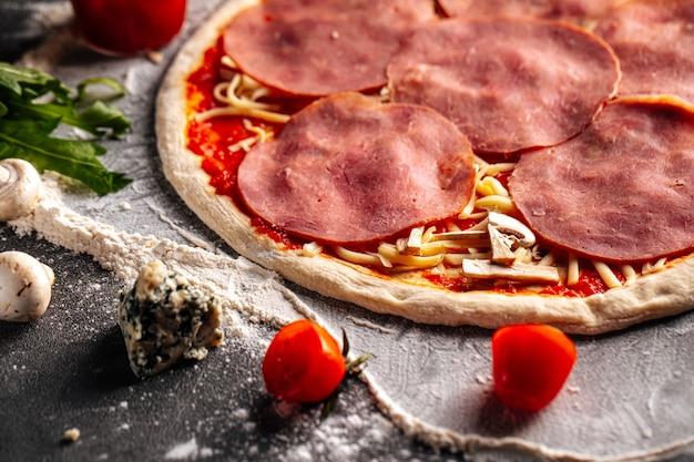 Готовая тестовая основа для пиццы с начинкой