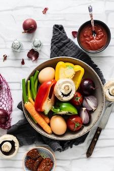 ボウルフード写真で調理した新鮮な野菜