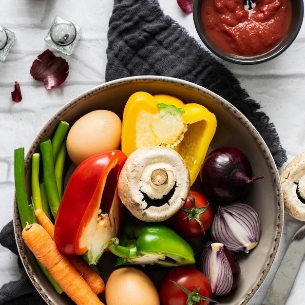 그릇 음식 사진에 준비된 신선한 야채