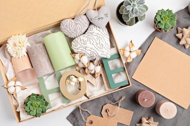 Готовим пакет по уходу и сезонную подарочную коробку со свечами, сочным и интерьерным ароматом.