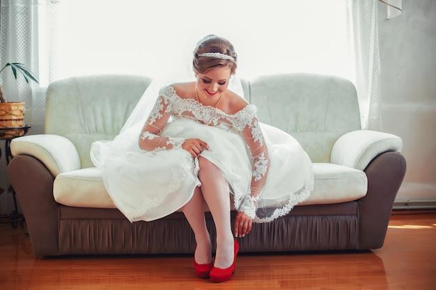 Подготовка невесты к предстоящей свадьбе