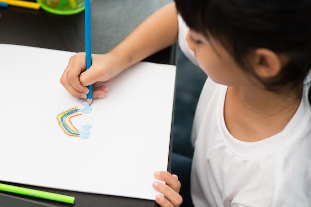 Дошкольник ребенок девочка рисунок и раскраска