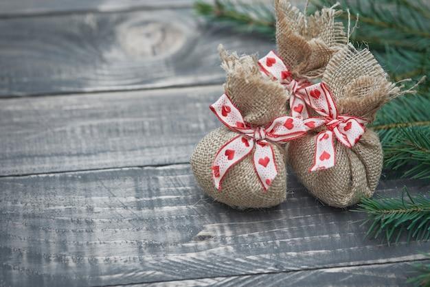 プレゼントは紙で包む必要はありません