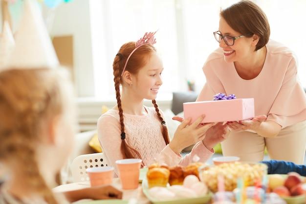 誕生日の女の子へのプレゼント