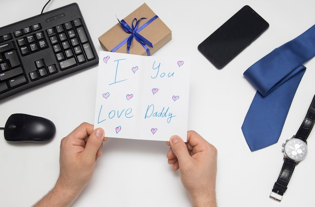 お父さんにプレゼント。父の日。子供の絵。