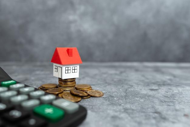 真新しい家の提示、住宅販売取引、土地所有権の付与、プライム住宅の場所のアイデア、不動産の評価のレビュー、抽象的な購入販売不動産