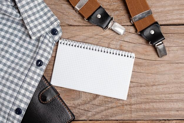 새로운 적절한 작업복 디자인 제시, 공식적인 사무복 전시, 중요 메모 작성, 추상 기자 복장, 의류 측정 받기