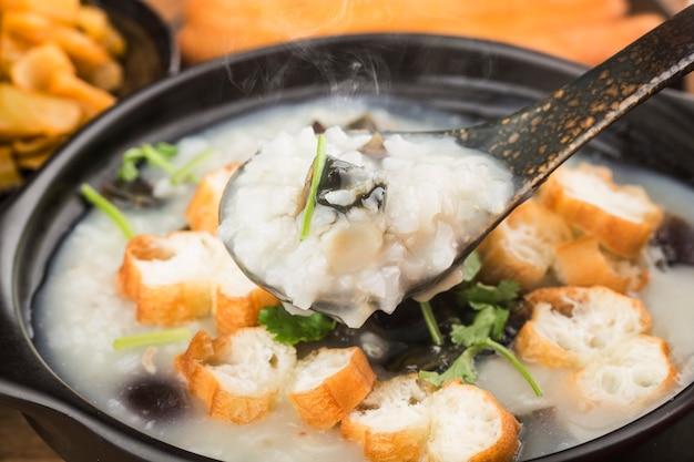 ピータン赤身のお粥の朝食