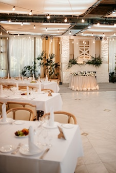 The presidium of the newlyweds in the banquet hall of the restaurant is decorated