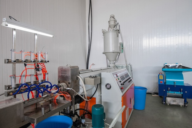 프레스 성형 기계는 창용 플라스틱 프로파일을 생산합니다 pvc 프로파일 생산
