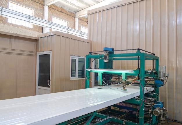 Пресс для ягодичных мышц. завод по производству сэндвич-панелей из пенополистирола