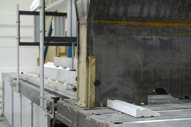 Пресс-форма для производства потолочного карниза производство сэндвич-панелей из пенополистирола.