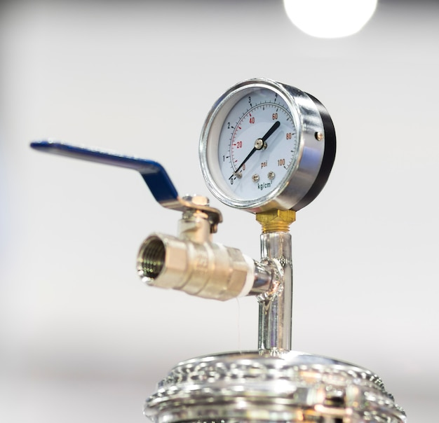 Pressure dial gauge for measuring air pressure