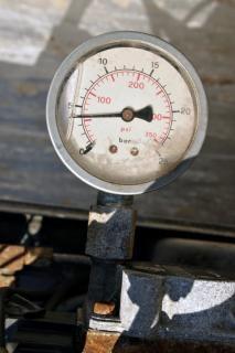 Pressure gauge, meter