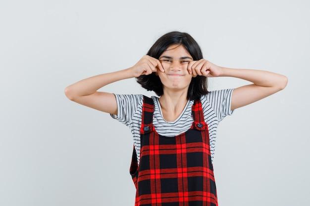 T- 셔츠에 초반 소녀