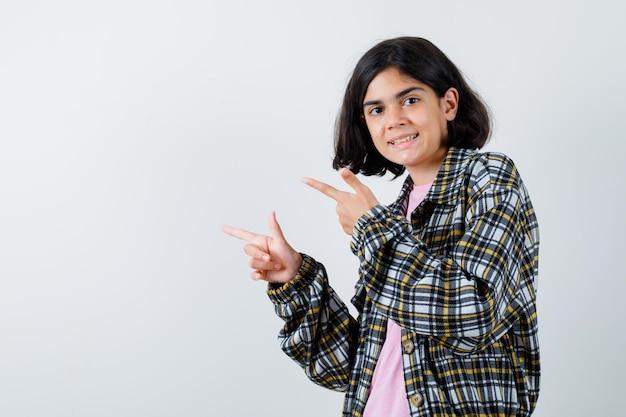 シャツ、ジャケットで脇を向いて嬉しそうに見えるプレティーンの女の子、正面図。