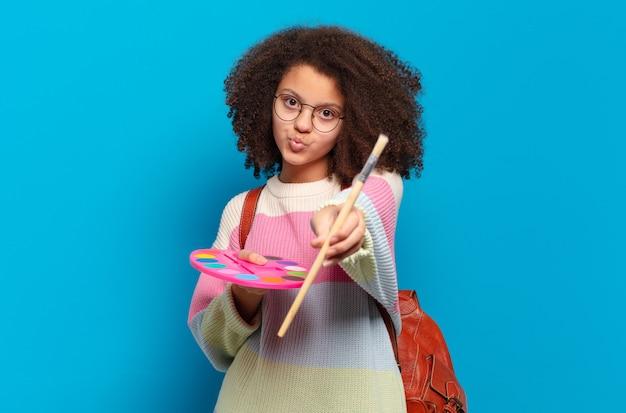 Художник довольно афро девушка-подросток