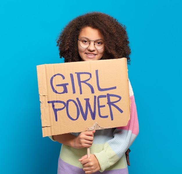 かなりアフロティーンエイジャーの女の子のパワーコンセプト