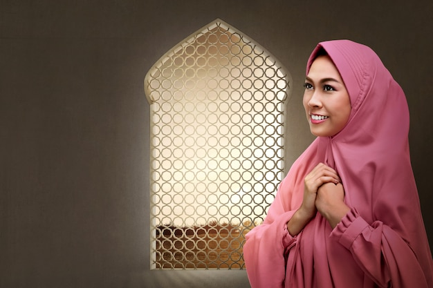 Pretty asian muslim woman praying to god