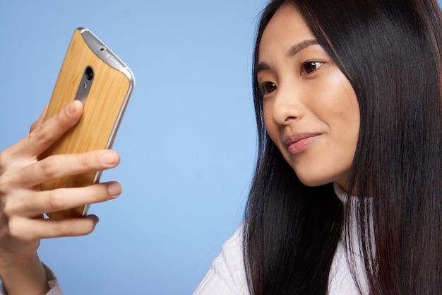 전화 기술 통신 라이프 스타일을보고 꽤 아시아 여자