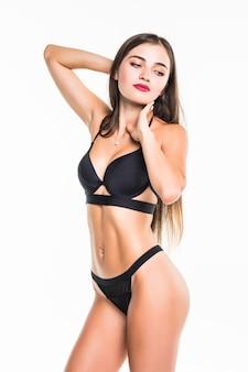 예쁜 갈색 머리 수영복 여자 흰 벽에 포즈