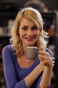 コーヒーを飲んでかなりの顧客